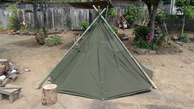 竹トライポッドで吊ったポーランド軍テント