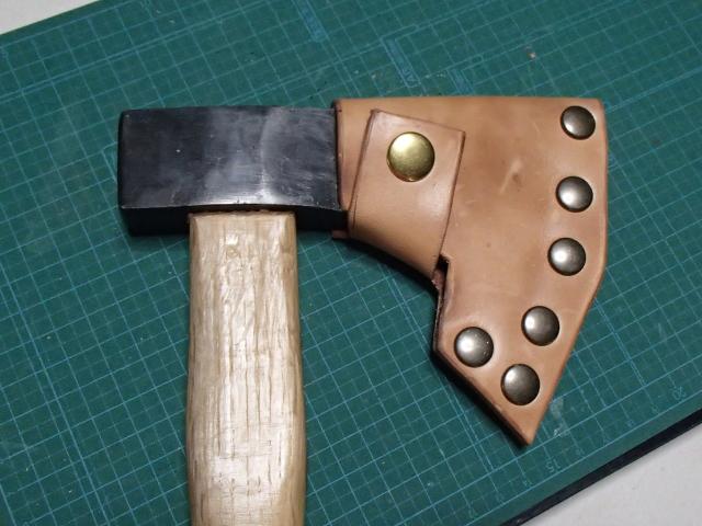 手斧用レザーシースの完成