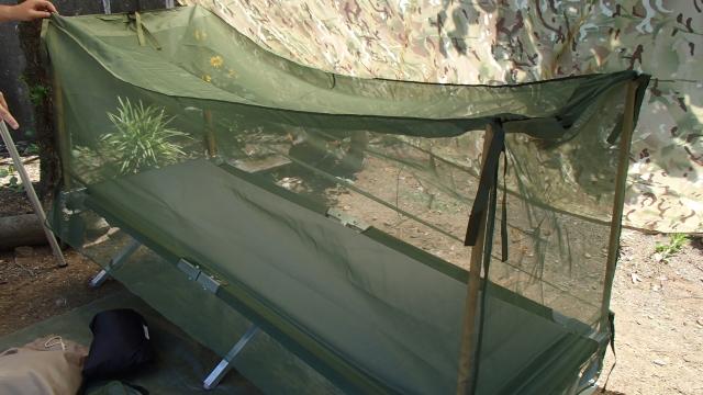 米軍コット専用蚊帳のセット完了