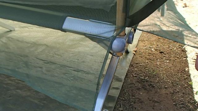米軍コット専用蚊帳の四隅の切れ込み