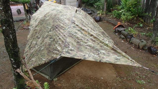 後ろから見た英軍蚊帳テントとMTPタープ(バァシャ)