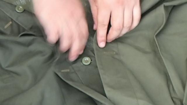 ポーランド軍テントのボタン通し1