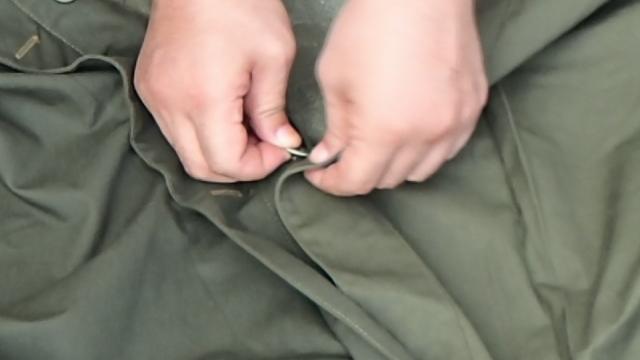 ポーランド軍テントのボタン通し2