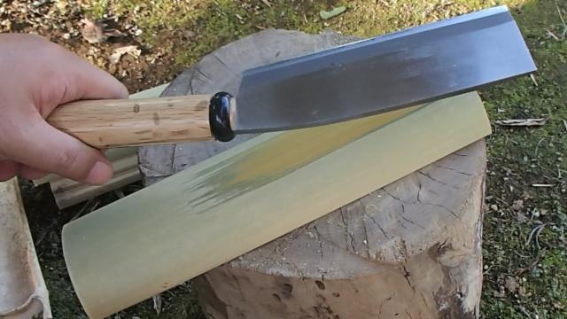 鉈(ナタ)で竹ティンダーを作る