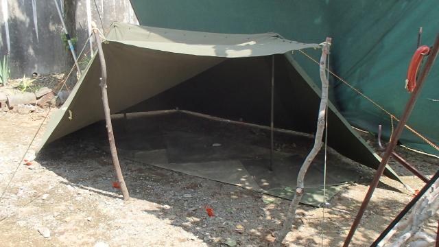 パップテントの半分の半分オープン
