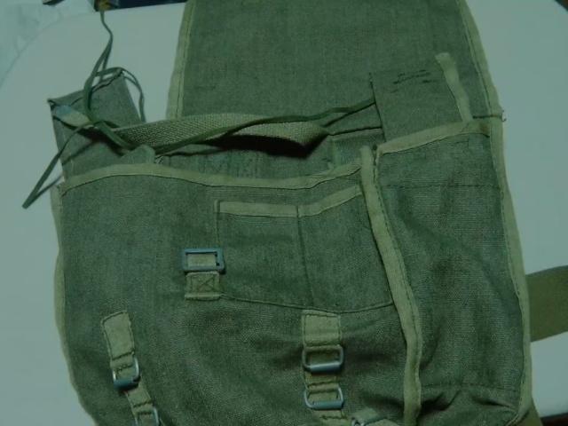 フラップをポーランド軍ブレッドバッグに縫い付ける