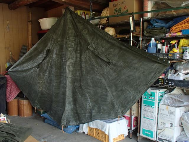 グリーンランドワックスを塗り終わったポーランド軍テント