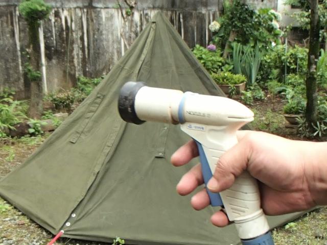 ポーランド軍テントの防水テストをします