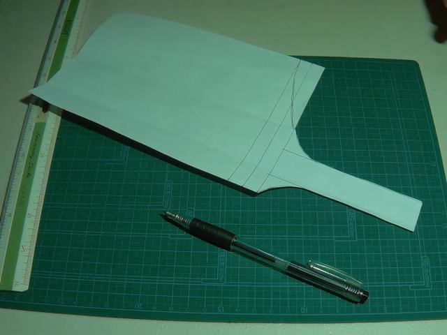 レザーシース用の型紙を切る