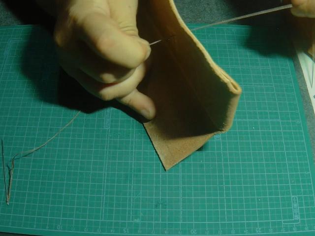 ベルトループを縫う