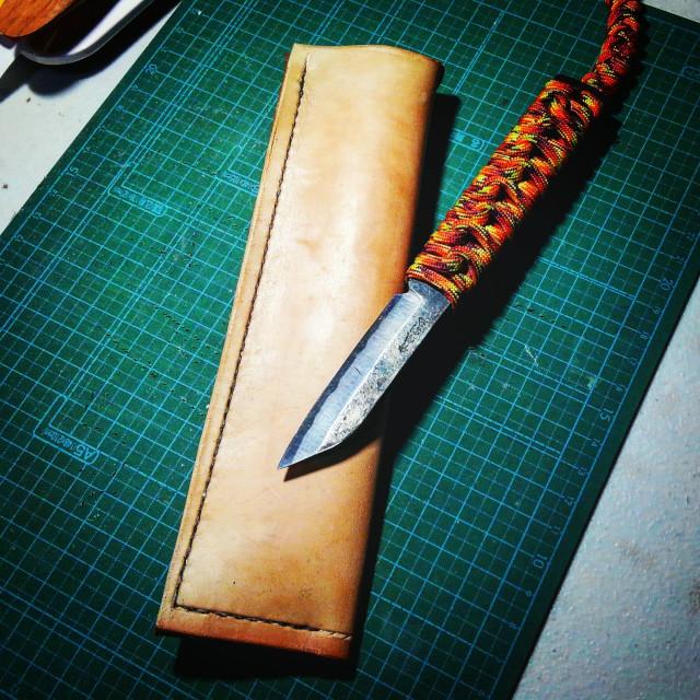 完成した肥後守ナイフ用レザーシース