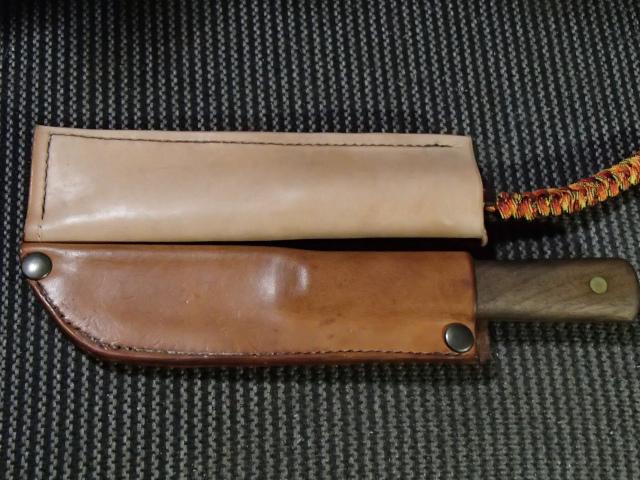 オンタリオのオールドヒッコリーナイフのレザーシースと肥後守のレザーシース