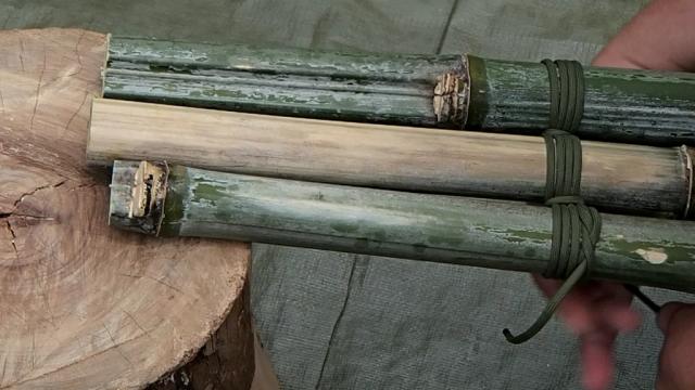 三本の竹の間を縦に通す
