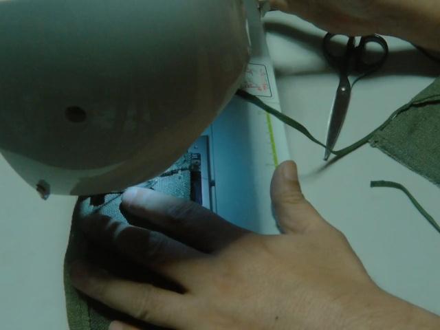 フラップに紐を縫い付ける