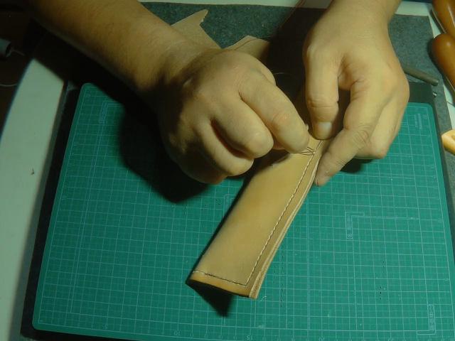 レザーシース本体を縫い始める