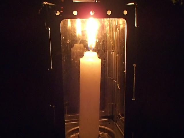 スイス軍フォールディングキャンドルランタンの灯り