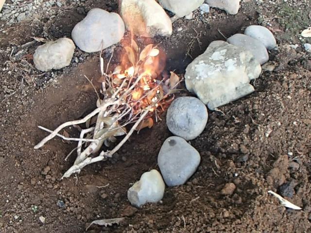 飯盒パスタのための焚き火