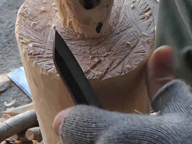 とりあえずナイフで面取りをしている横槌