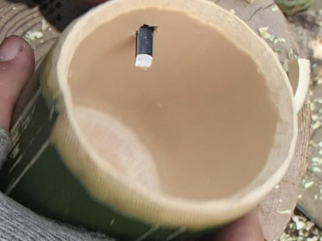 把手用の穴は貫通させる