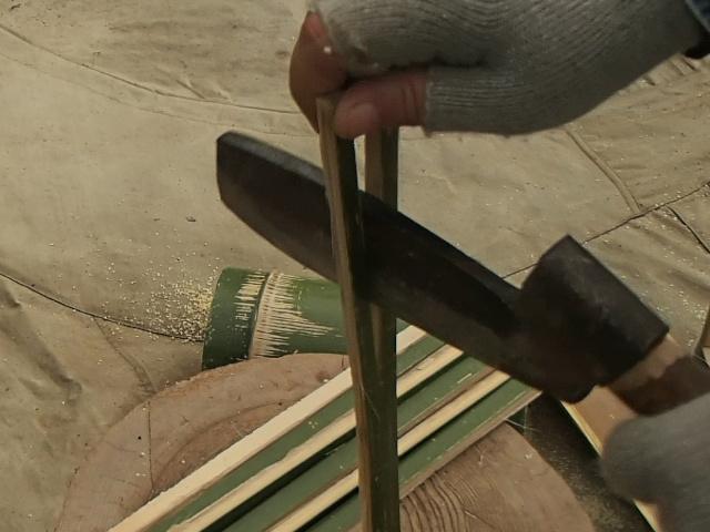 もっと細く竹を割る