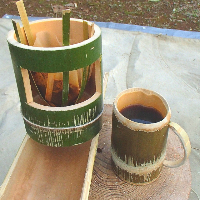 竹の香りのする竹コーヒードリッパーで淹れる竹コーヒー