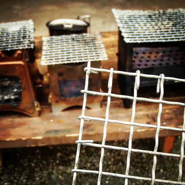 ミニ折り畳み焚き火台の五徳兼グリルを焼き網を再利用して作る