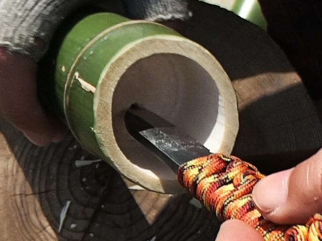 竹の節に穴をあける