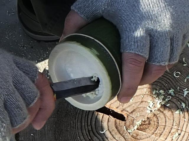 水の注ぎ口用穴をあける