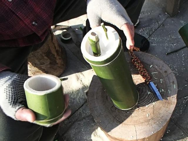 竹コップは竹水筒本体にのせる