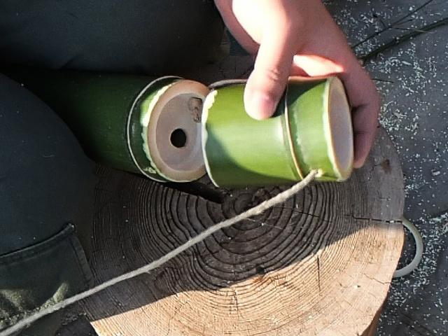竹コップの外側に麻ひもは出る