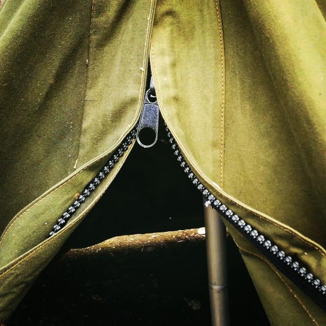 ポーランド軍テントの縫わないファスナー加工