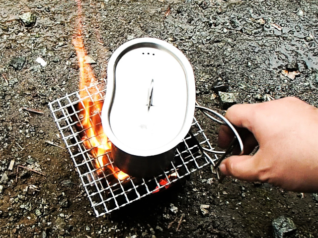 焚き火台で炊く